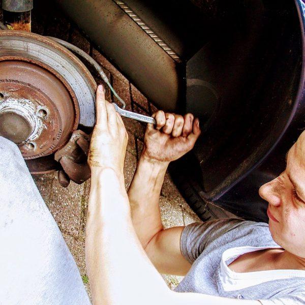car-mechanic-2267350_960_720